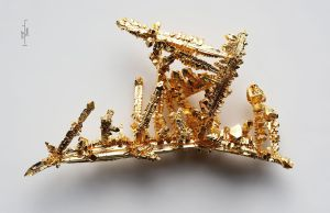 1280px-Gold-crystals